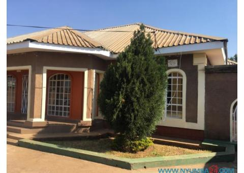 Four Bedroom House to let in Area 47