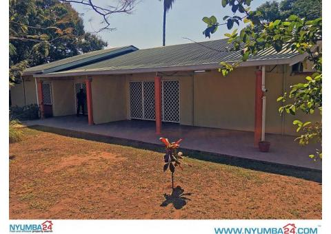 3 bedroom semi-detached house to let in Kabula